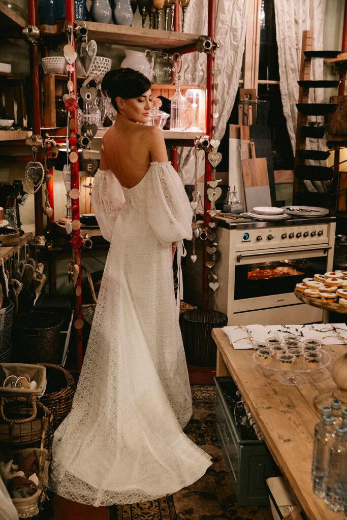 Abiti da sposa con manica lunga con scollatura